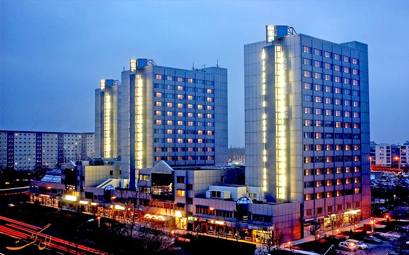 City Hotel Berlin East- eligasht.com نمای هتل در شب
