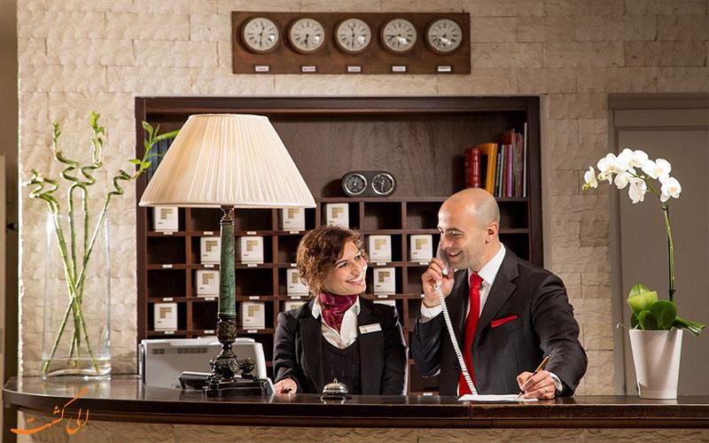 خدمات رفاهی هتل سنت پاول رم- میز پذیرش