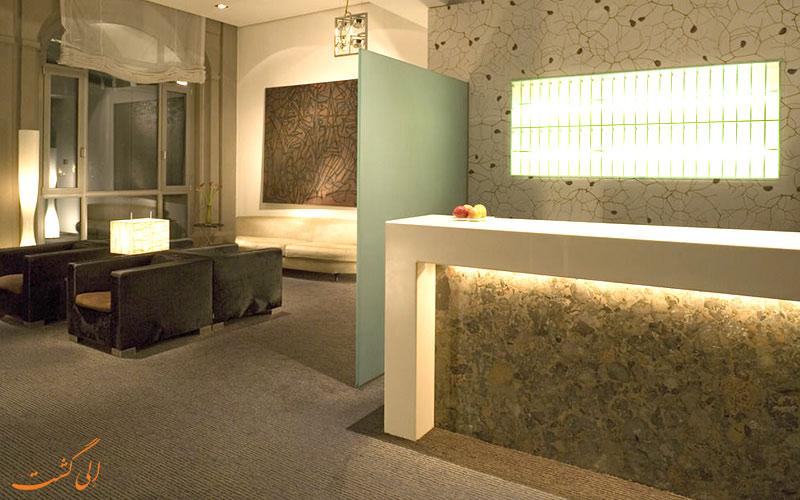 هتل سوفیتل گندارمن مارکت برلین- میز پذیرش