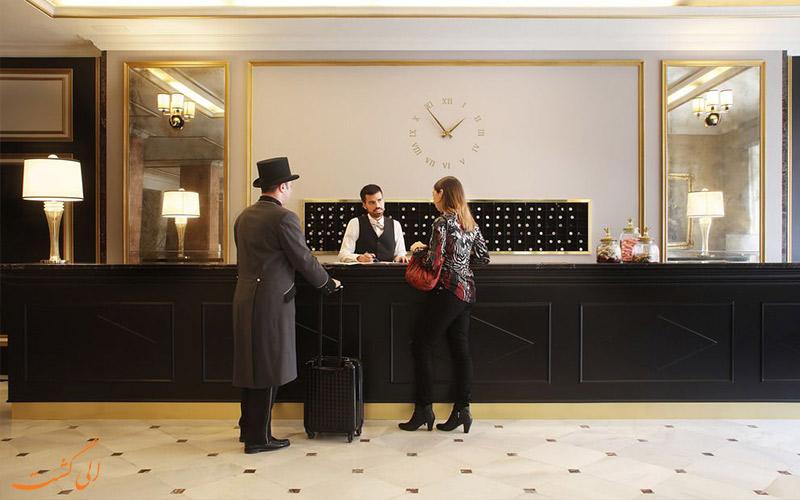 هتل ال آونیدا پالاس بارسلونا- میز پذیرش