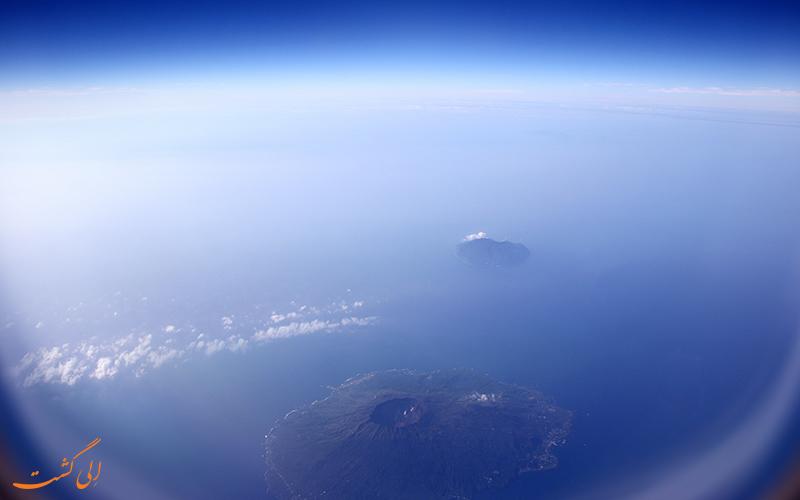 جزیره در هاله ای از دود