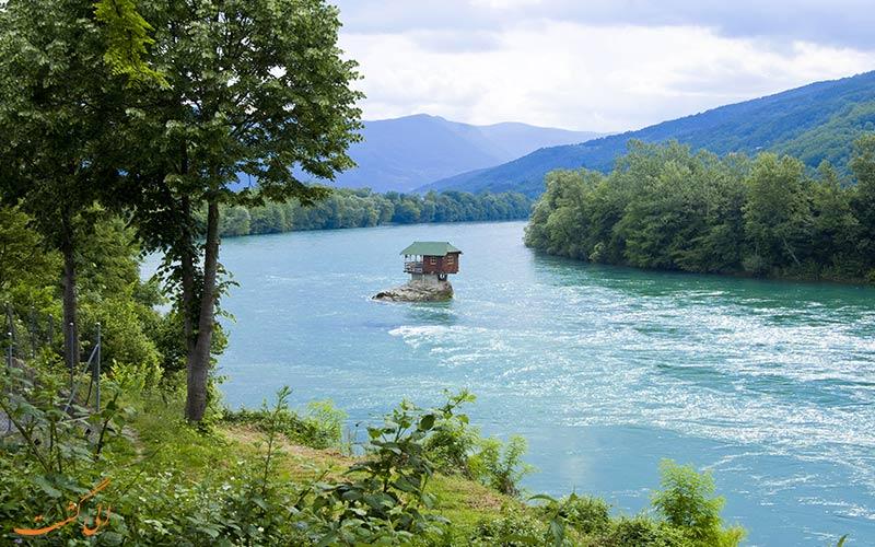 خانه ای در وسط رودخانه