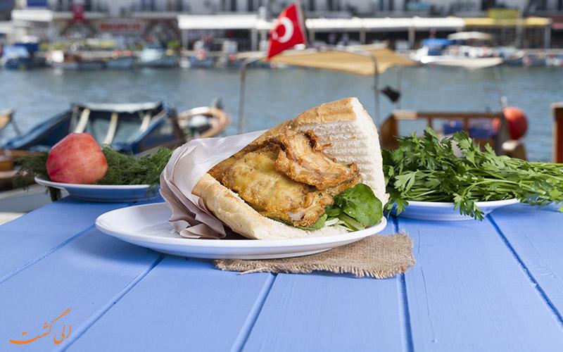 ساندویچ ماهی در استانبول