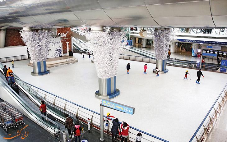 اسکیت سواری روی یخ: تفریحات غیرمعمول در فرودگاه