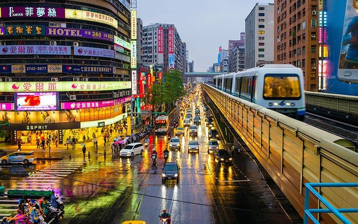 قطار در حمل و نقل فرودگاه تائویوان
