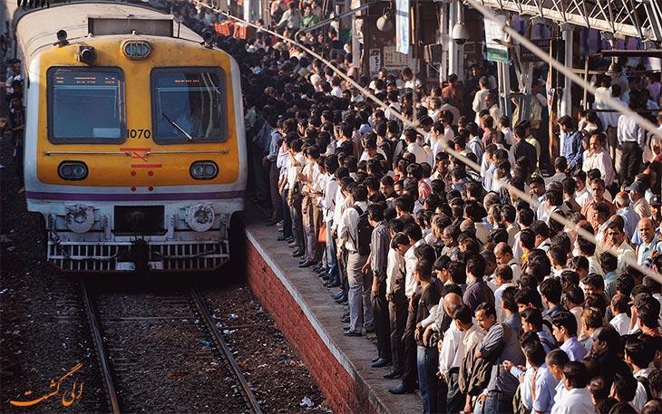 قطار در بمبئی