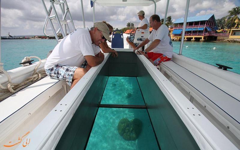انواع ورزش های آبی -قایق هایی با کفپوش شیشه ای
