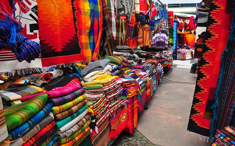 بازار اوتاوالو در اکوادور