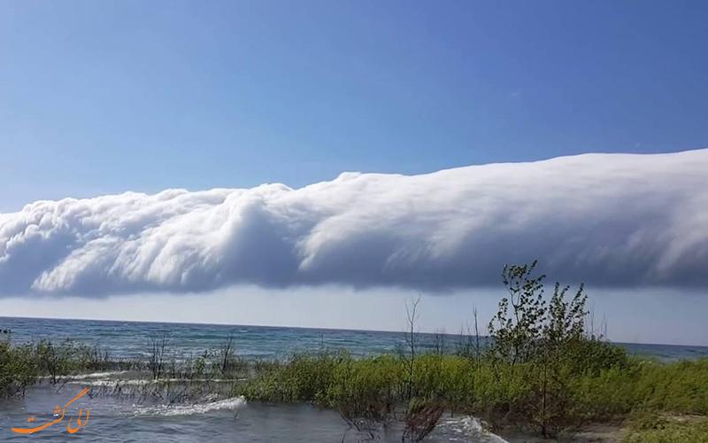 ابر شکوه صبح بالای دریا