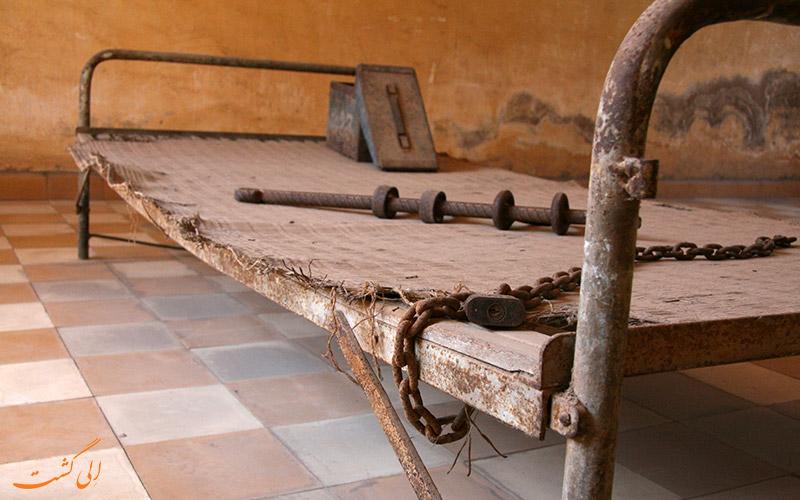 تخت شکنجه در موزه نسل کشی کامبوج