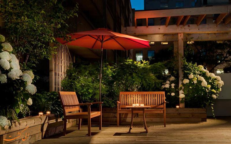 هتل هالیدی این تورنتو | باغ
