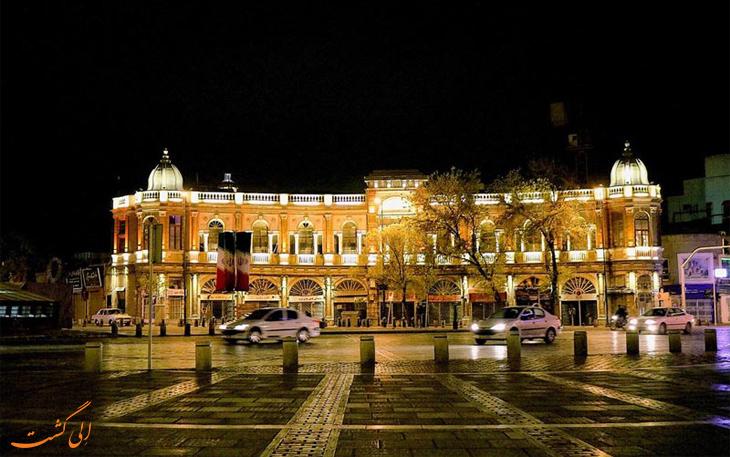 میدان حسن آیاد در شب