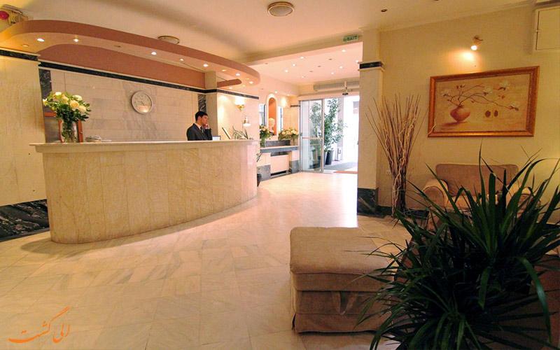 خدمات رفاهی هتل آچیلیون آتن- میز پذیرش