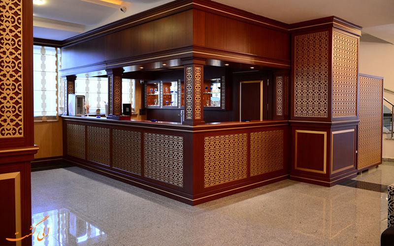 هتل نیو باکو- میز پذیرش هتل