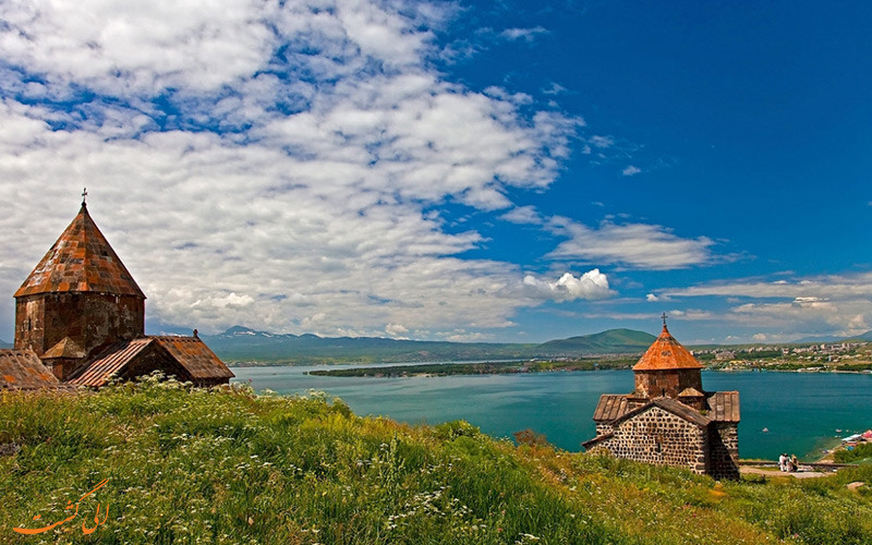 بناهای تاریخی اطراف دریاچه سوان در ارمنستان