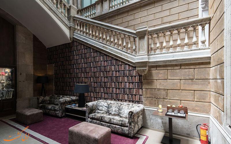خدمات رفاهی هتل کاتالونیا پورتال بارسلونا- کتابخانه