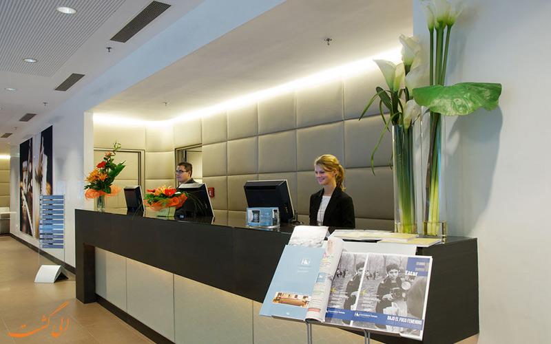 خدمات رفاهی هتل یورواستارز سنتر بوداپست - میز پذیرش