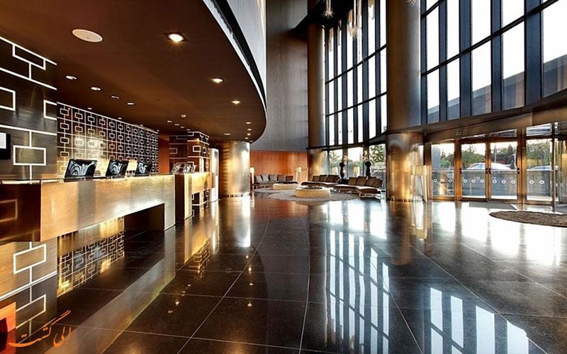 خدمات رفاهی هتل یورواستارز تاور مادرید-میز پذیرش