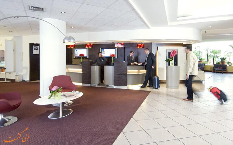 خدمات رفاهی هتل نووتل شارنتون پاریس- میز پذیرش