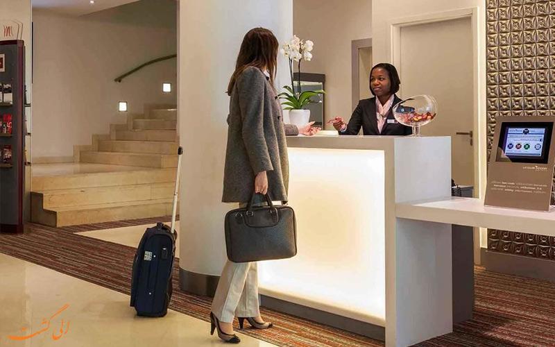 خدمات رفاهی هتل مرکیور لیسبون- میز پذیرش