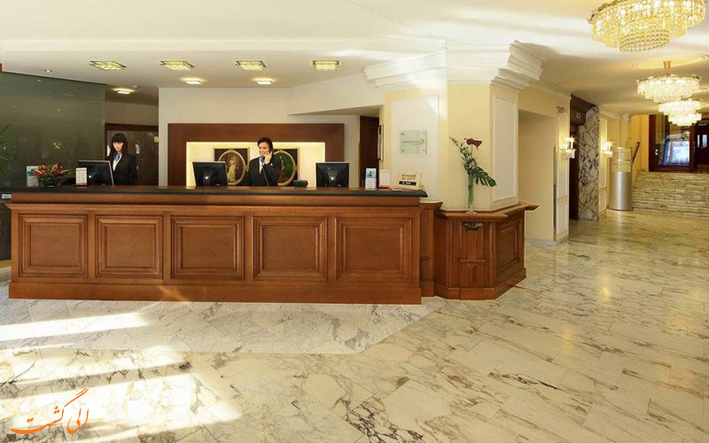 خدمات رفاهی هتل دو فرانس وین- میز پذیرش
