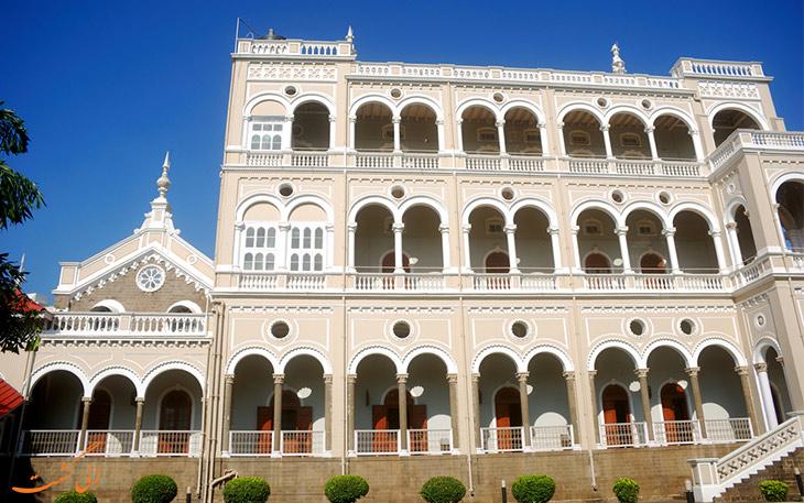نمای کاخ آقاخان در شهر پونا
