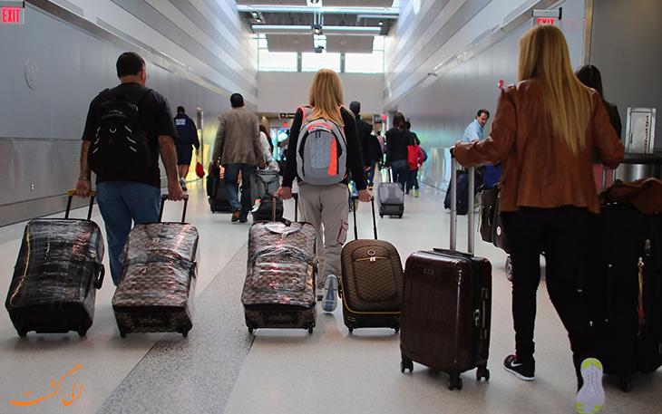 مسافران در فرودگاه
