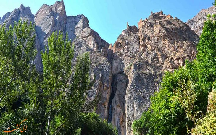 نمایی زیبا از آبشار شاهاندشت