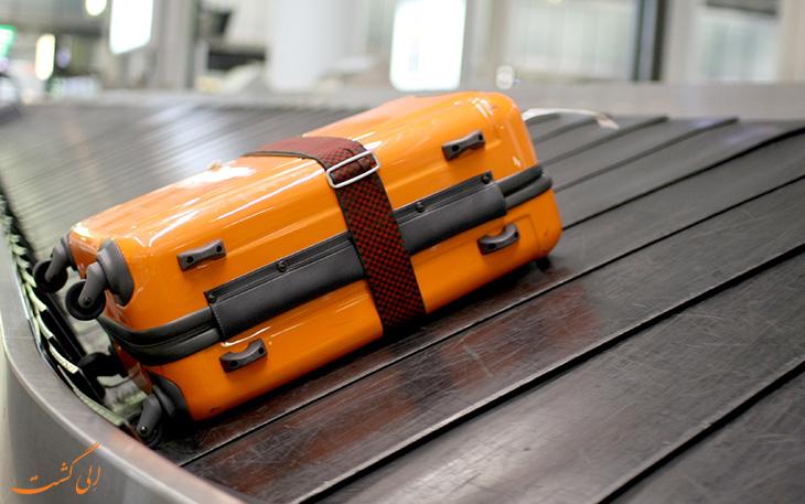 چمدان روی ریل فرودگاه