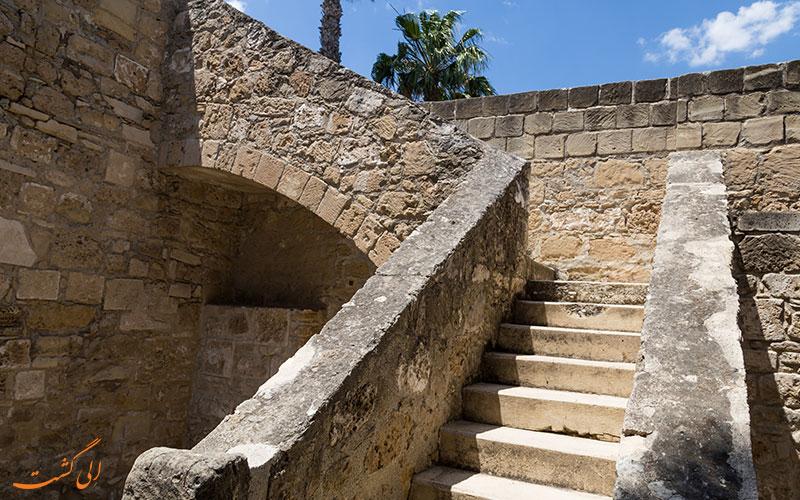 راه پله های قلعه