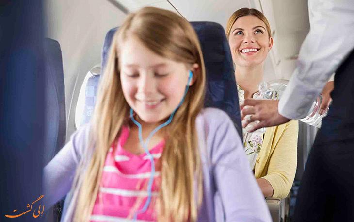نوشیدن آب کافی در هواپیما