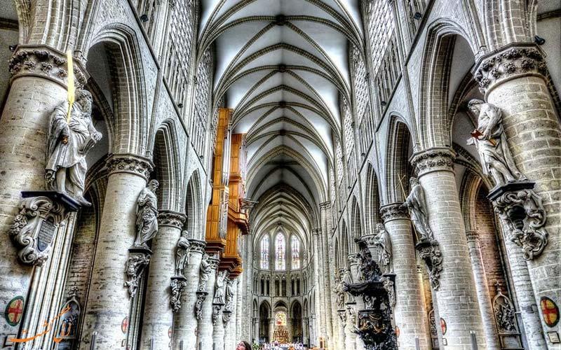 داخل کلیسای سنت میشل بروکسل