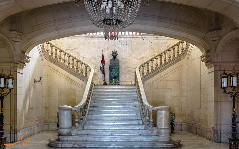 پلکان مرکزی موزه انقلاب کوبا