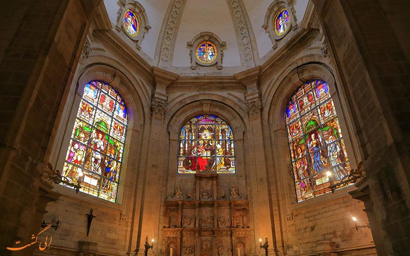 پنجره های رنگی کلیسای سنت میشل