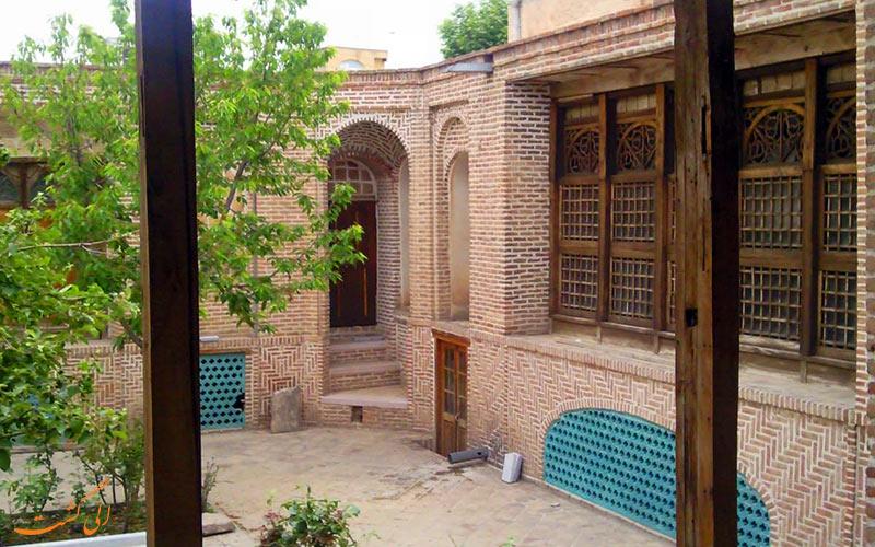 حیاط حسینیه امینی ها