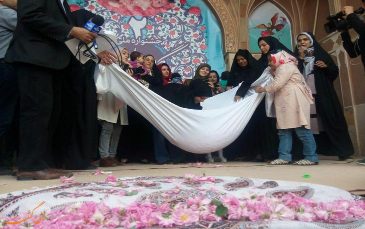 جشنواره ملی و مذهبی گل غلتان