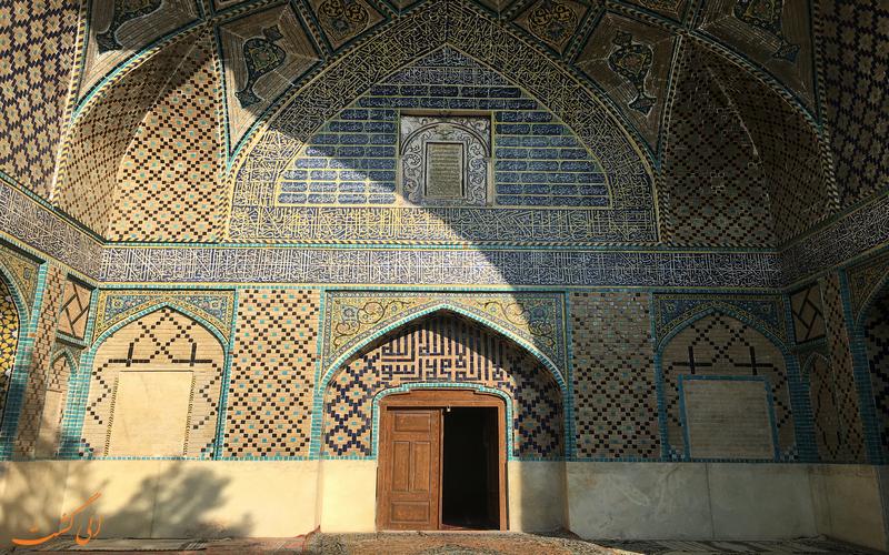 کاشی کاری های زیبای مسجد