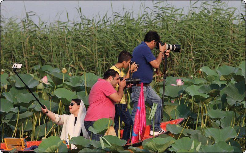 گردشگران در تالاب انزلی