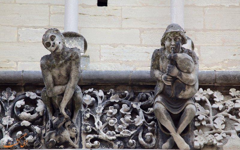 مجسمه های ترسناک کلیسا