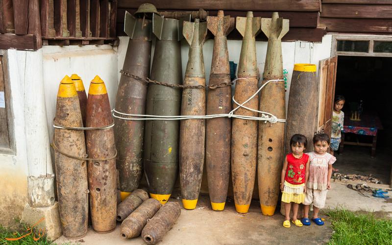 کودکان در کنار بمب ها