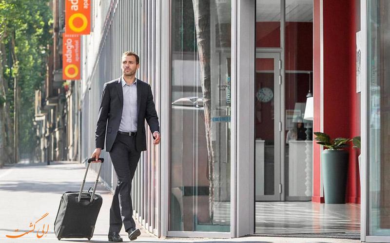 خدمات رفاهی هتل آداجیو اکسس پاریس- ورودی هتل