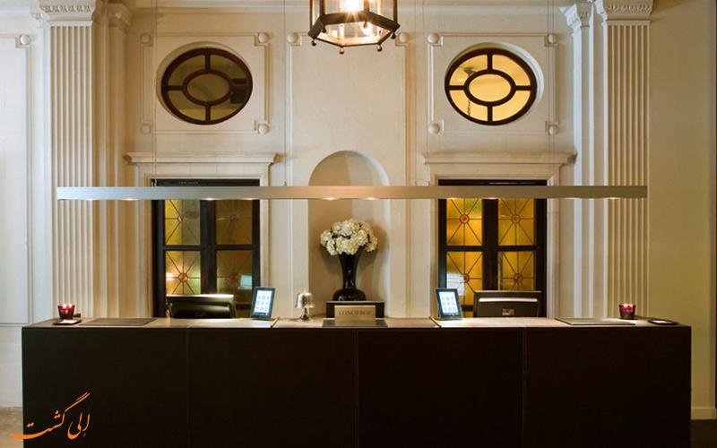 خدمات رفاهی هتل گرند سنترال بارسلونا- میز پذیرش