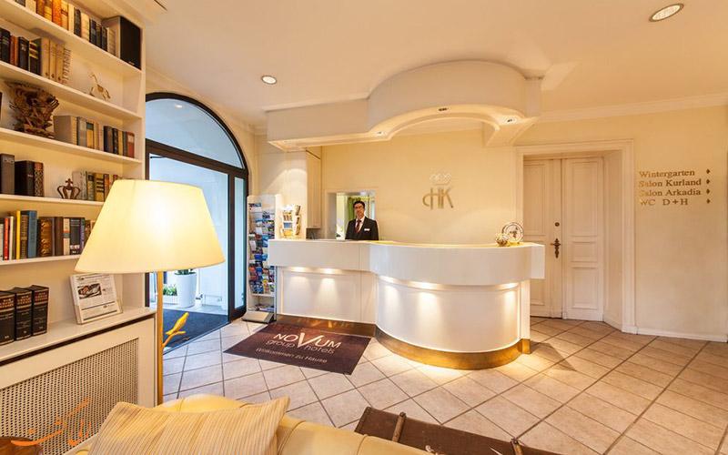 خدمات رفاهی هتل نووُم برلین- میز پذیرش