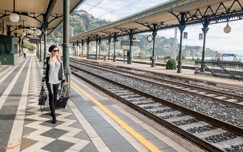 سفر با قطار - چمدان در قطار