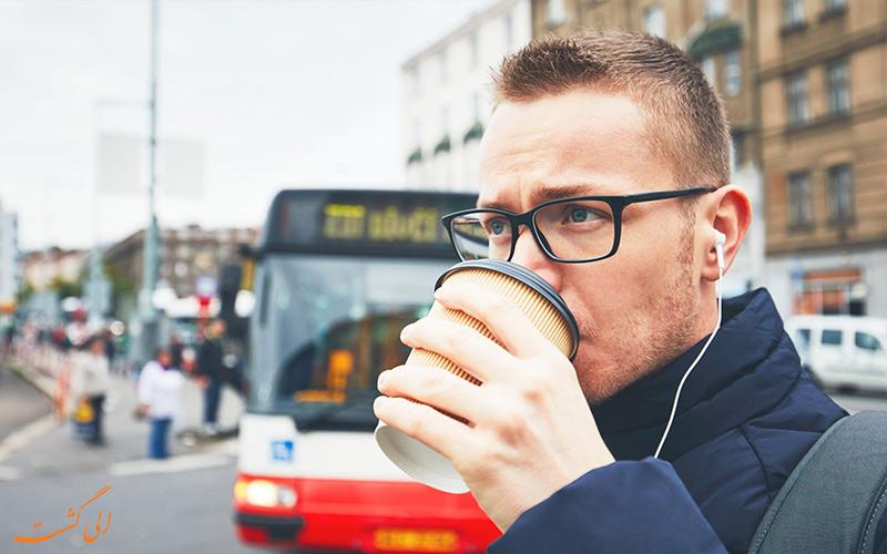 ماشین گرفتگی در سفر - نخوردن قهوه در حرکت