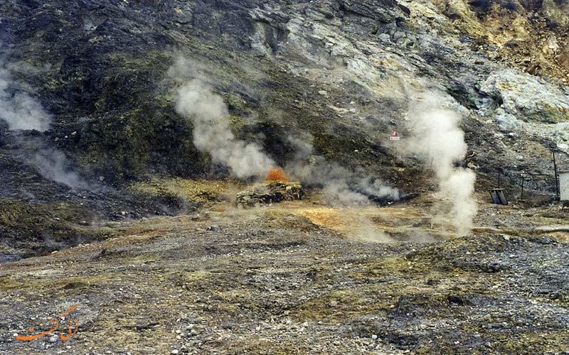 بخارهای آتشفشان فلگرایین