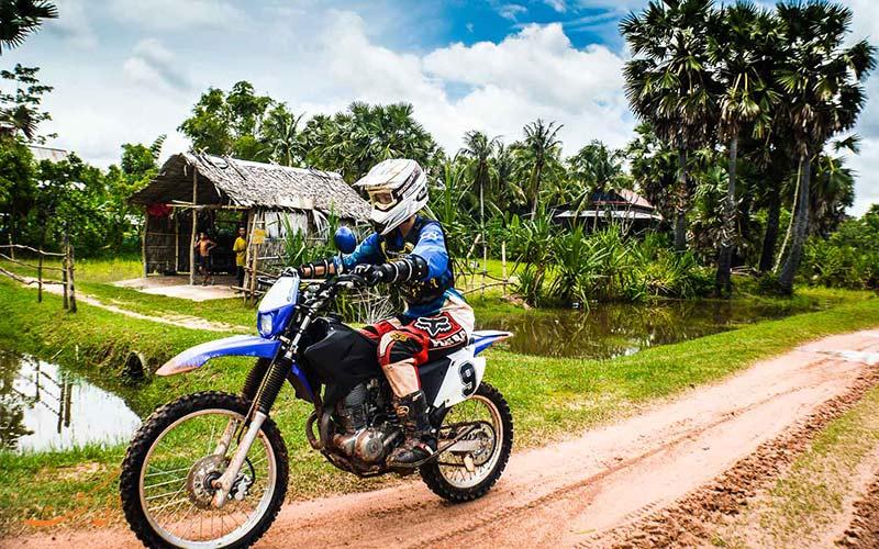 جاده خاکی در کشور کامبوج