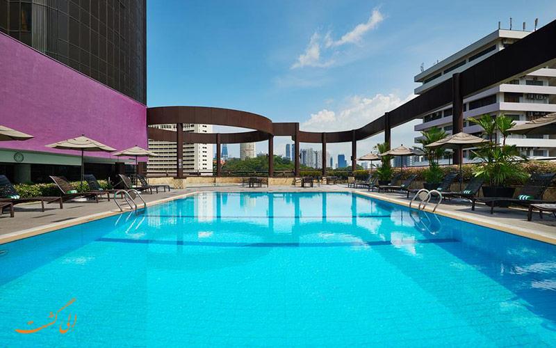 هتل هالیدی این اتریوم سنگاپور | استخر