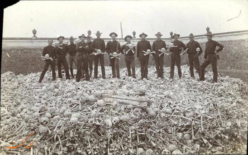 سربازها در گورستان کولون