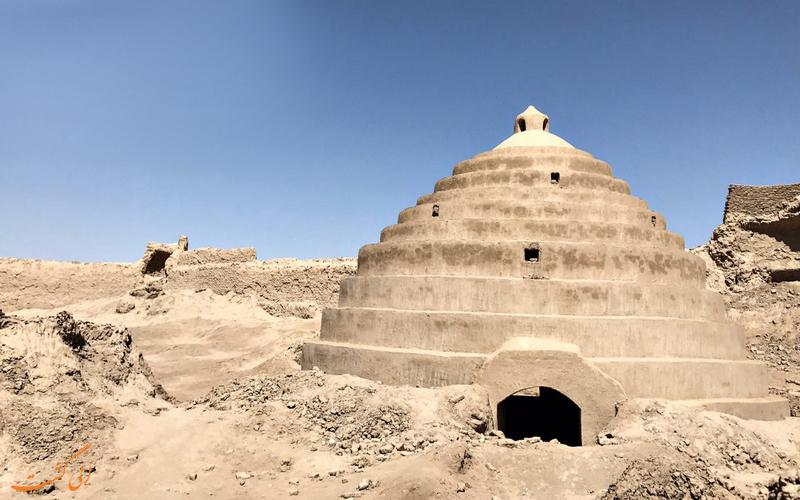 آثار برجای مانده در قلعه